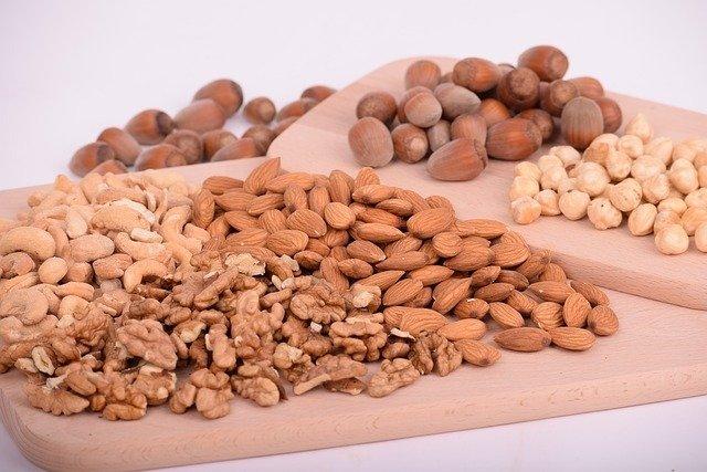 nuts 3248743 640 1